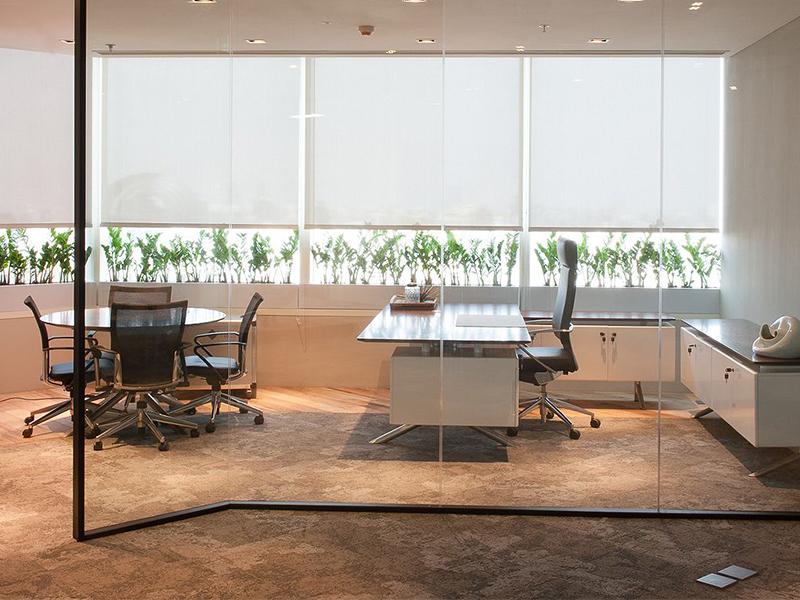 Escritorios ejecutivos modernos para tu oficina for Interior oficinas modernas